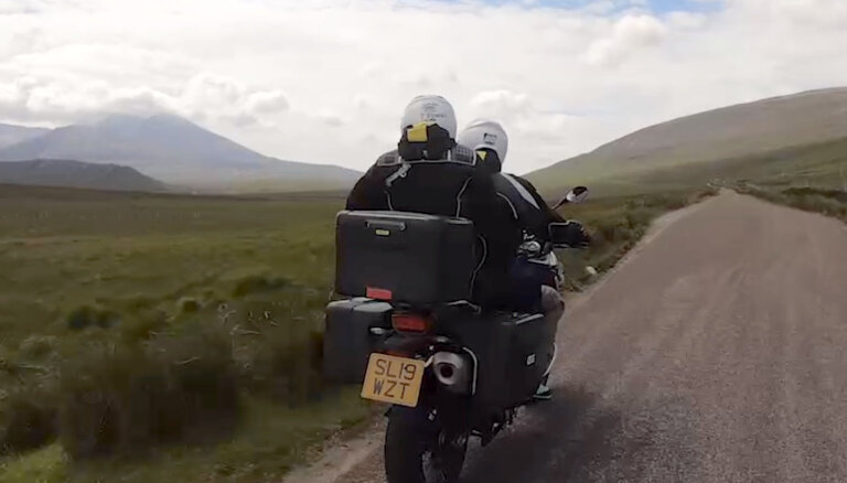 'Ātruma cilts' video: brāļu Timrotu piedzīvojumi Skotijā