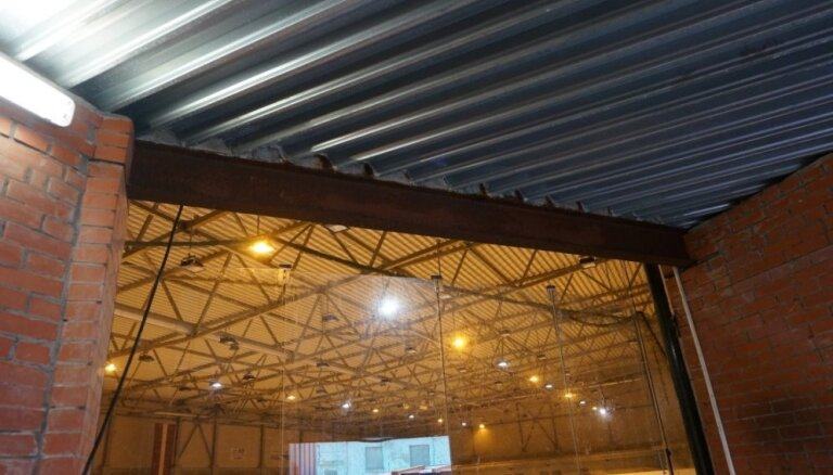 "Эксплуатация ледового холла ""Даугава"" недопустима из-за перегрузки конструкций"