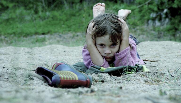 Vecāki kā galveno bērnu sliktā stresa iemeslu min ieilgušas problēmas pašu ģimenē