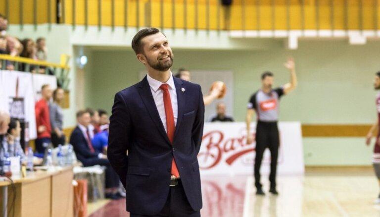#48: Rūdolfs Rozītis – basketbola 'aģents' hokejā; pieklājības frāzes ar 'Bulls' treneri