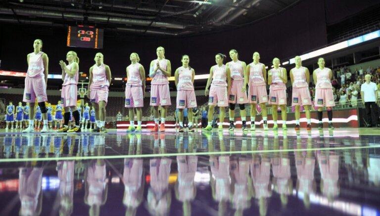 Latvijas basketbolistes pārbaudes spēļu ciklu noslēdz ar zaudējumu Lietuvai