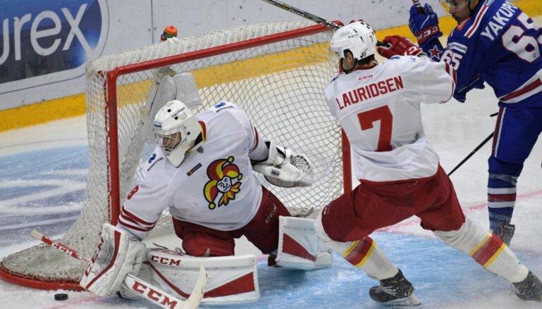Kalniņš KHL mačā atvaira 26 metienus; Indrašim rezultatīva piespēle