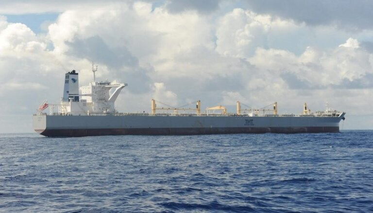 Atbrīvota nigēriešu pirātu nolaupītā tankkuģa apkalpe, kurā bija jūrnieks no Latvijas