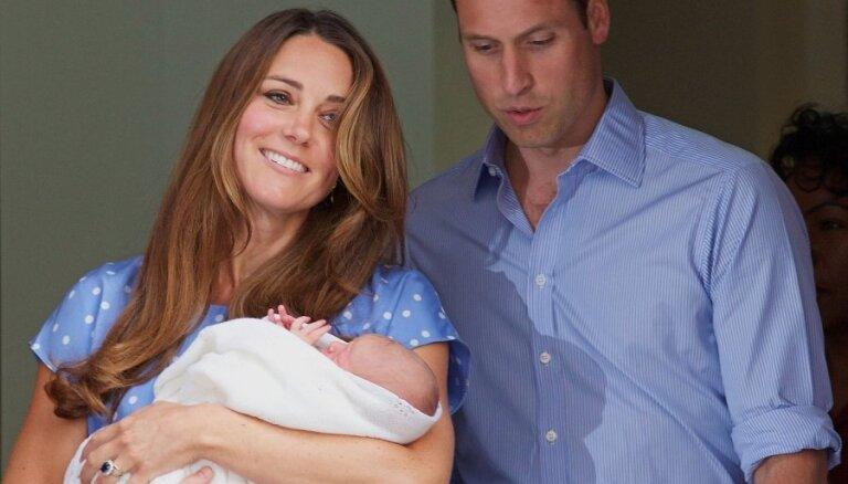 Уильям и Кейт показали публике новорожденного принца