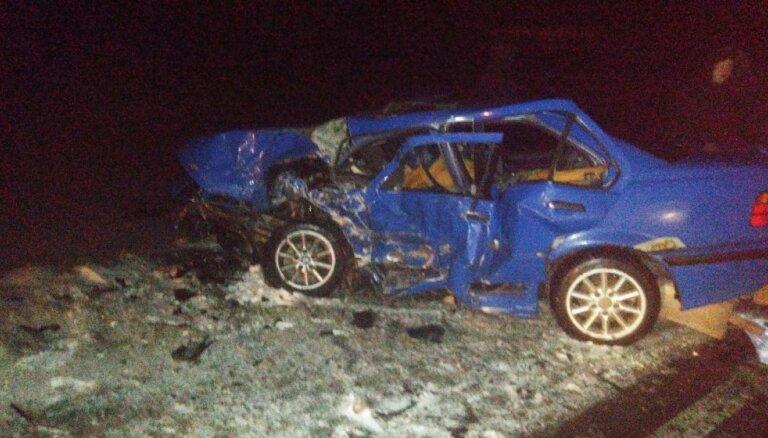 Foto: Smagā auto avārijā pie Tukuma viens bojāgājušais