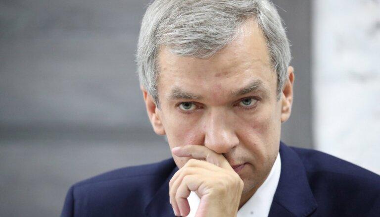 Neleģitīmā Baltkrievijas vara Krievijas priekšā nolikusi sevi uz ceļiem, uzskata Latuško