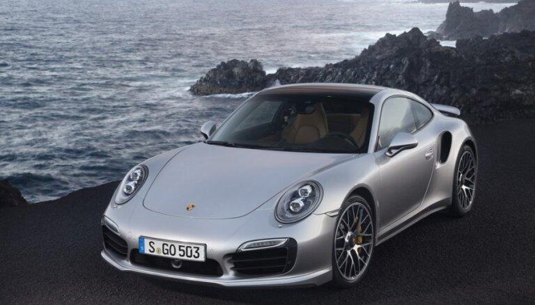 'Porsche' prezentējis jauno '911 Turbo'