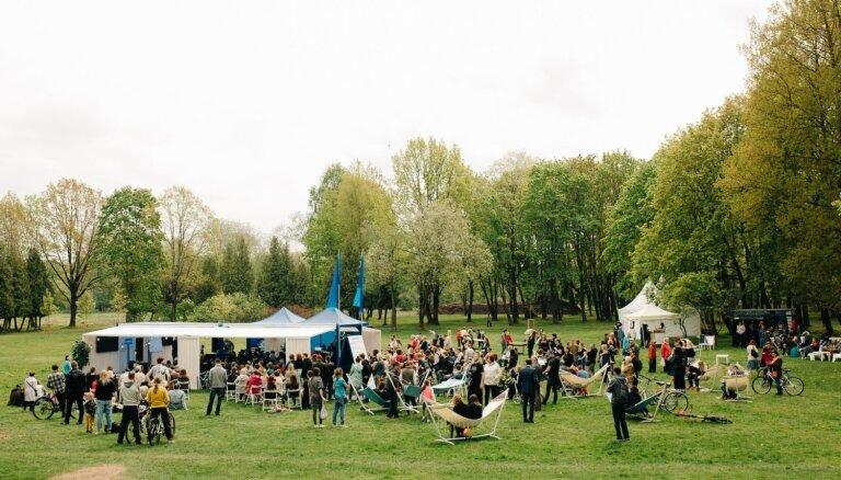 Foto: Vairāk nekā 800 iedzīvotāju piedalās 'Lampas' iesildīšanas pasākumā Iļģuciemā