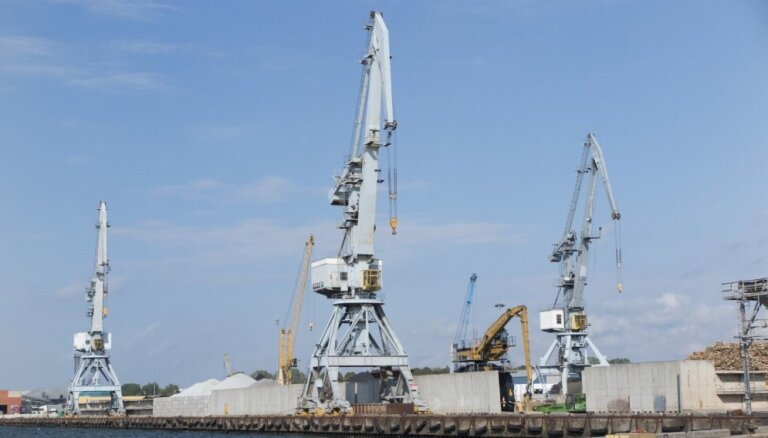 Latvijas ostās deviņos mēnešos pārkrauj par 12,9% mazāk kravu