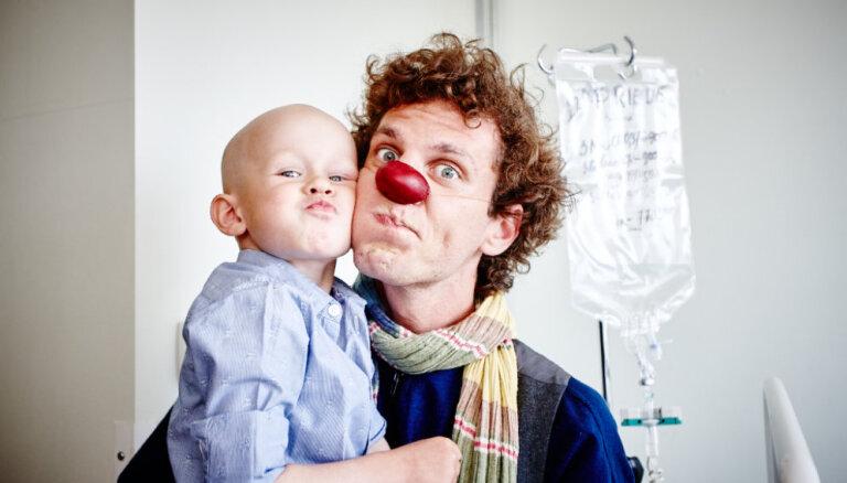 С днем красного носа! Знаменитости призывают поддержать Докторов-клоунов