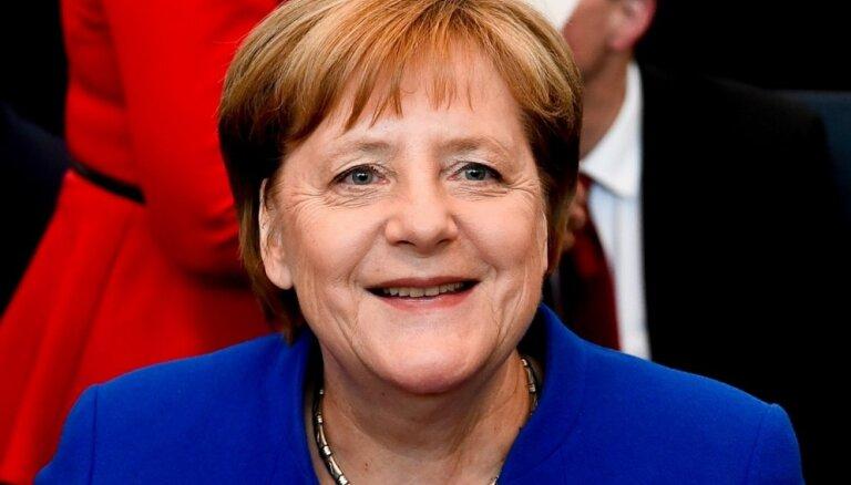 """Меркель усомнилась в способности Еврокомиссии остановить """"Северный поток - 2"""""""