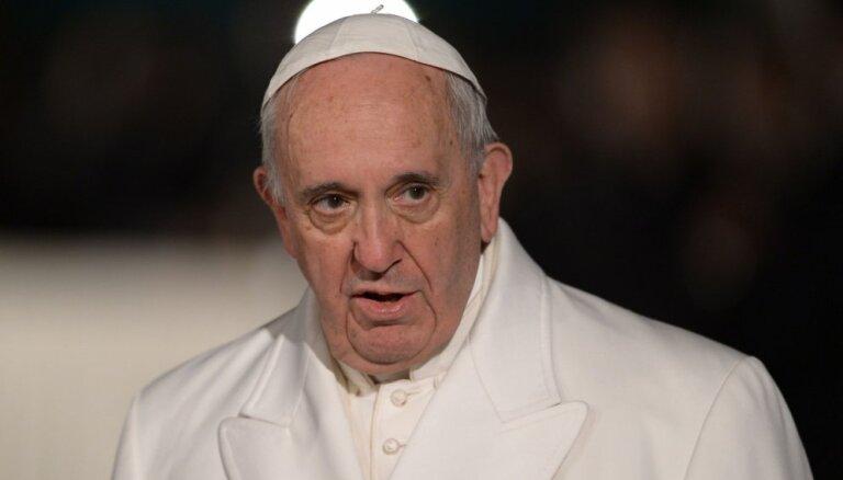 Pāvests Francisks no Rīgas uz Aglonu dosies helikopterā; vizītē līdzi būs 'papamobilis'
