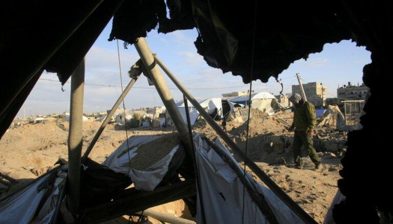 Izraēlas pārceļotāji izdemolē kara bāzi Rietumkrastā