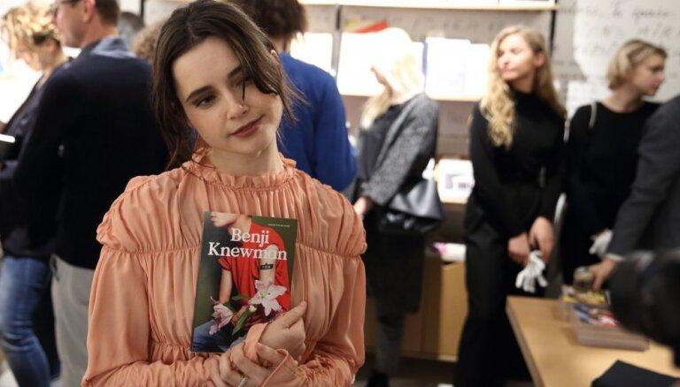 Foto: Agnese Kleina glaunā burziņā prezentē jauno 'Benji Knewman'