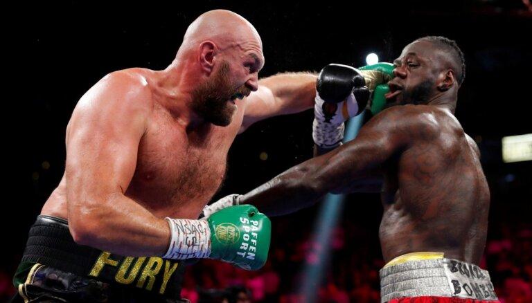 Fjūrijs priekšpēdējā raundā nokautē Vailderu un aizstāv WBC čempiona jostu