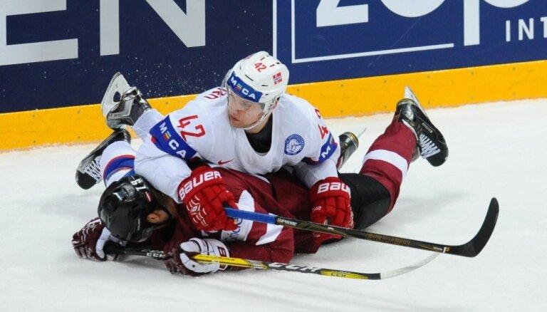 ФОТО, ВИДЕО: Сборная Латвии пропускает за 16 секунд две шайбы и не выполняет задачу на турнир
