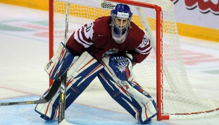 Latvijas hokeja izlasei pievienojas Punnenovs un Bērziņš; septiņi spēlētāji atskaitīti