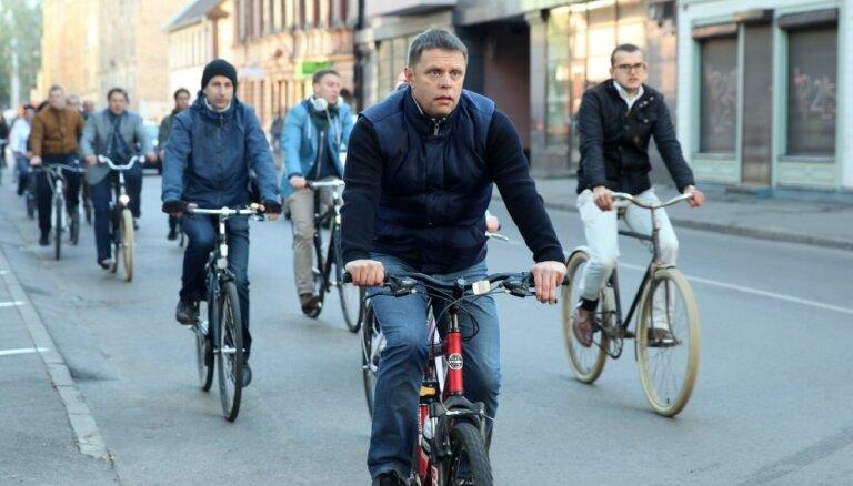 Mainīs Rīgas domes Satiksmes un Sociālo jautājumu komiteju vadību