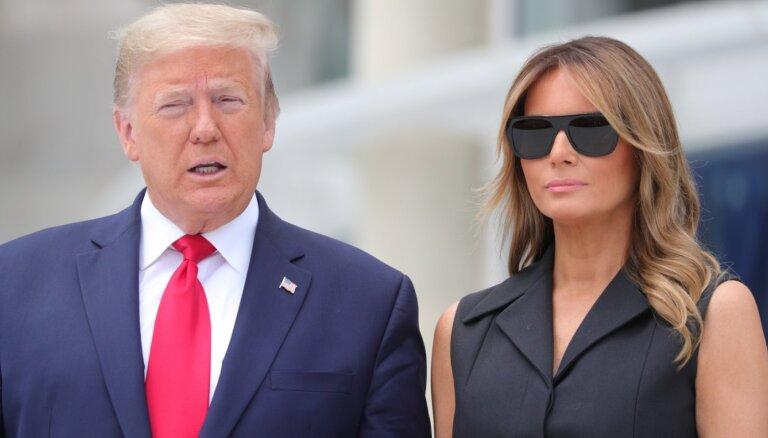В Сети снова насмехаются над отношениями Трампа и его жены
