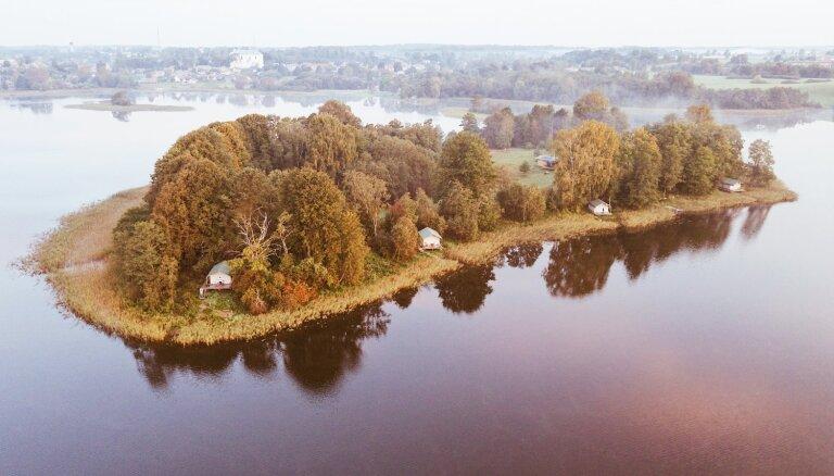 Nakšņošana kā piedzīvojums: interesantas un neparastas naktsmītnes Latvijā un pasaulē