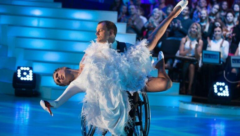 Foto: Krāšņi atklāts šovs 'Dejo ar zvaigzni'