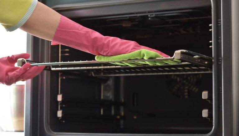 No taukaina režģa līdz smakas likvidēšanai – viss par cepeškrāsns tīrīšanu