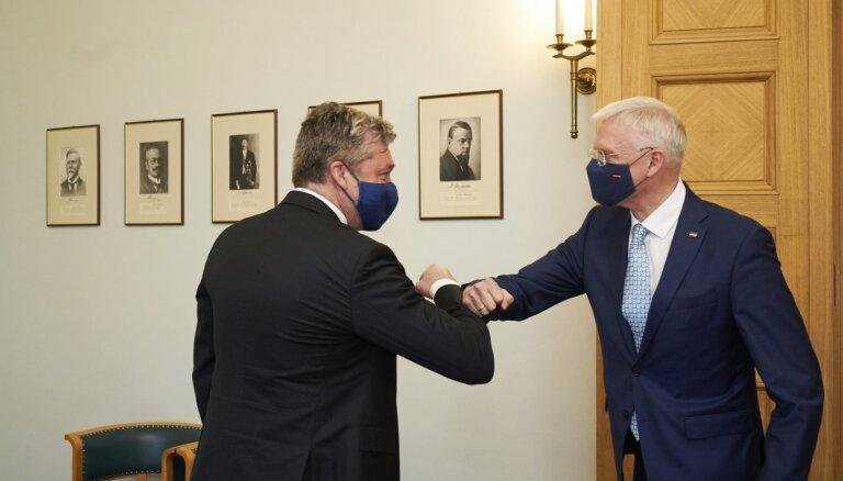 Kariņš un Zakatistova 'piecīši' vienojas par sadarbību; visi partneri tiekas sarunās piektdien (plkst. 17.40)