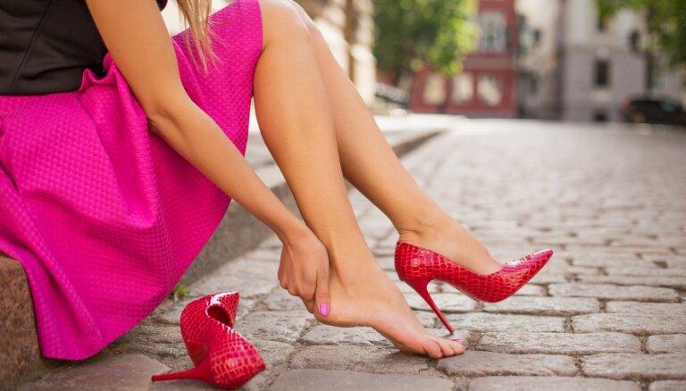 Nav ērti un spiež: kā ievalkāt jaunus apavus