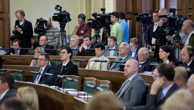 Jūnijā Saeimas deputātiem atalgojumā izmaksāti 116 804 lati