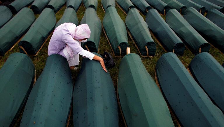 Lielākā masu slepkavība Eiropā kopš Otrā pasaules kara: Srebreņicas slaktiņam 25