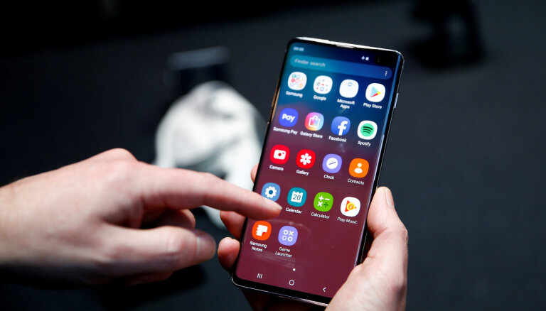 Samsung пообещала решить проблему с разблокировкой Galaxy S10 чужими отпечатками