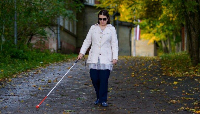 Saprotu, kādēļ viņiem skauž. Anna Dubovska – par mīlestību, kredītiem un dzīvi neredzīgo ciematā