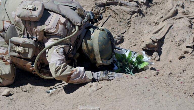 """Журналисты обнаружили 72 общих захоронения жертв """"Исламского государства"""""""