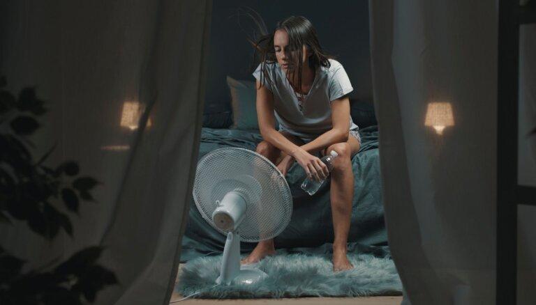 Labāk pidžamā, nekā kailam – kā veiksmīgāk aizmigt tveicē?