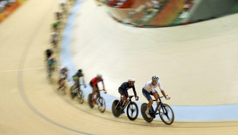 90 gadus vecu pasaules rekordistu riteņbraukšanā diskvalificē dopinga dēļ