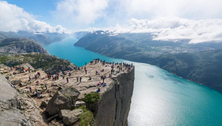 ФОТО. Кафедра проповедника на высоте 600 метров – знаменитый норвежский утес Прекестулен
