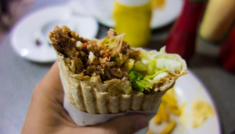 PVD apturējis divu ar zīmolu 'Pakistānas kebabs' strādājošu uzņēmumu darbību