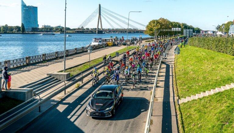 'Toyota' Rīgas velomaratonā uzvaras laurus plūc Klismets un Rodionova