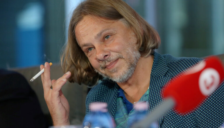 Džilindžers Daugavpils teātrī iestudējis melodrāmu 'XXL'