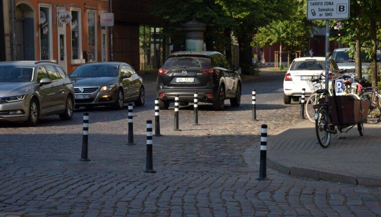 Stabiņi Rīgas ielās ir pagaidu risinājums drošības uzlabošanai, vēsta LTV