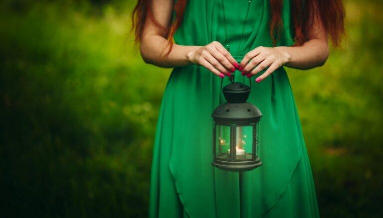 Vārdots ūdens, svece un kristāli – trīs rituāli laulības stiprināšanai