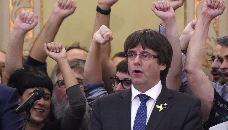 Испанский суд отозвал ордер на арест лидера Каталонии Пучдемона