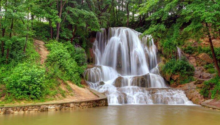 Burvīgs ūdenskritums Slovākijā, kas skaists visos gadalaikos