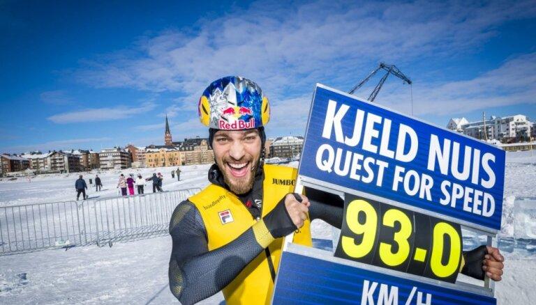 Holandiešu olimpiskais čempions ātrslidošanā uz dabīgā ledus sasniedz 93 km/h lielu ātrumu