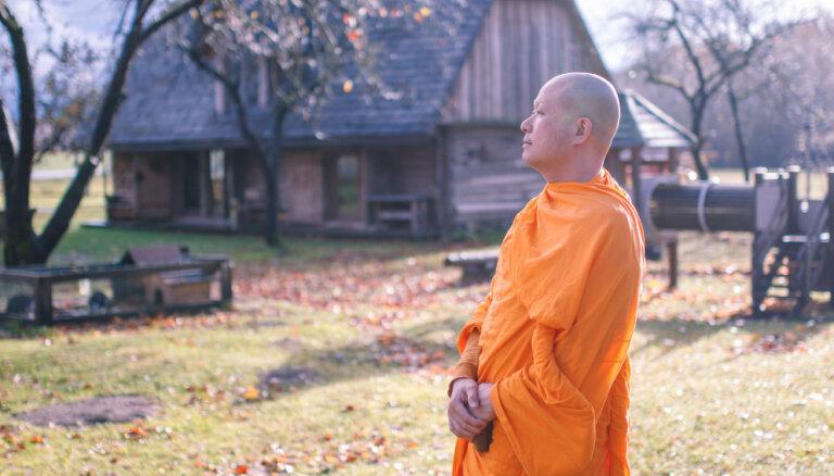 Taizemes budistu mūks Džons aicina uz meditācijas sesijām visā Latvijā