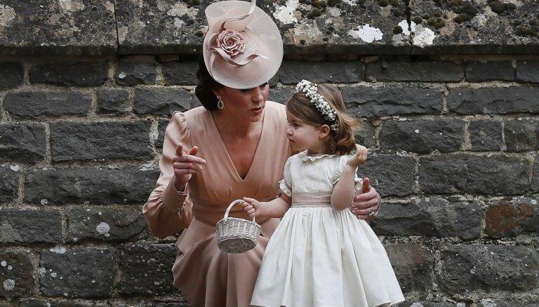 Раскрыты помогающие избежать конфуза трюки женщин королевской семьи