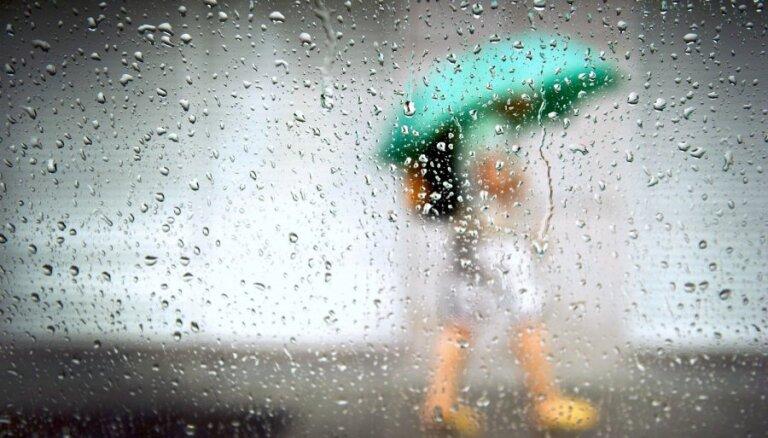 От депрессии до язвы желудка. Как может вредить здоровью дождливое лето