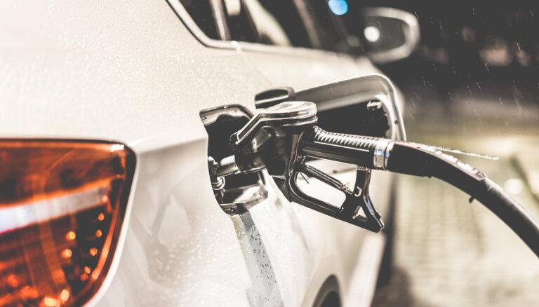 В Риге вновь подешевел бензин: цены падают седьмую неделю подряд