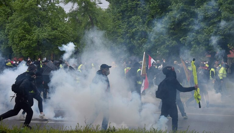 Francijā 'dzelteno vestu' protestiem pievienojas galēji kreisie