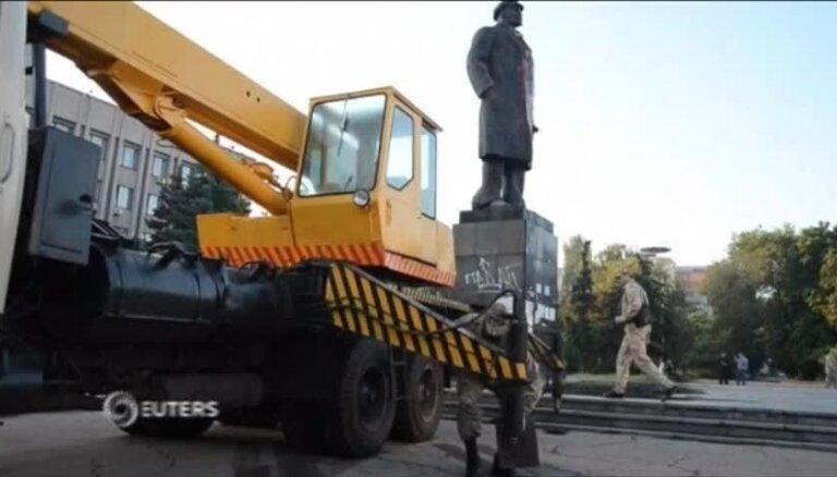 Video: Slovjanskā novāc Ļeņina pieminekli